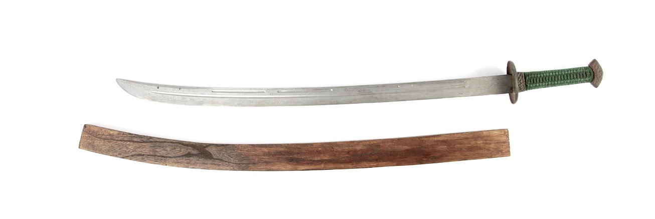 An antique Chinese saber of the 18th century with damascus blade and segmented grooves.