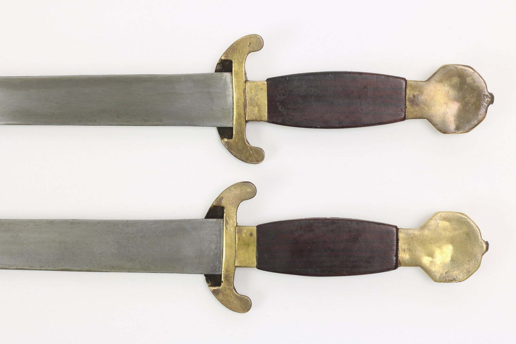 Antique Chinese double swords. Guangzhou, 1830 - 40's. Guangzhou, 1830's - 40's