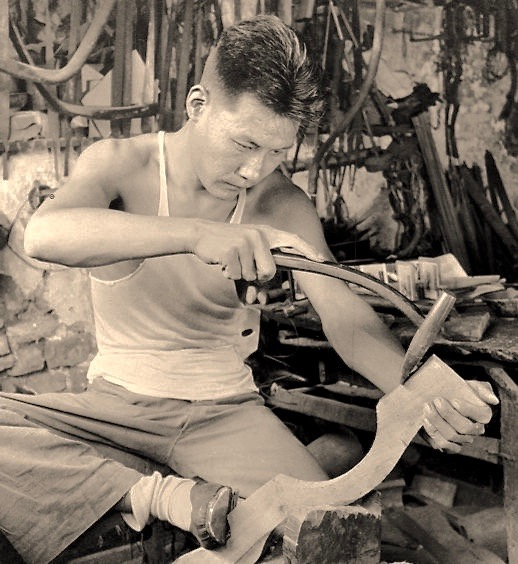 A man constructing a stock for an Chinese pellet crossbow. Photo by Hedda Morrison at Ju Yuan Hao, Beijing, 1935.