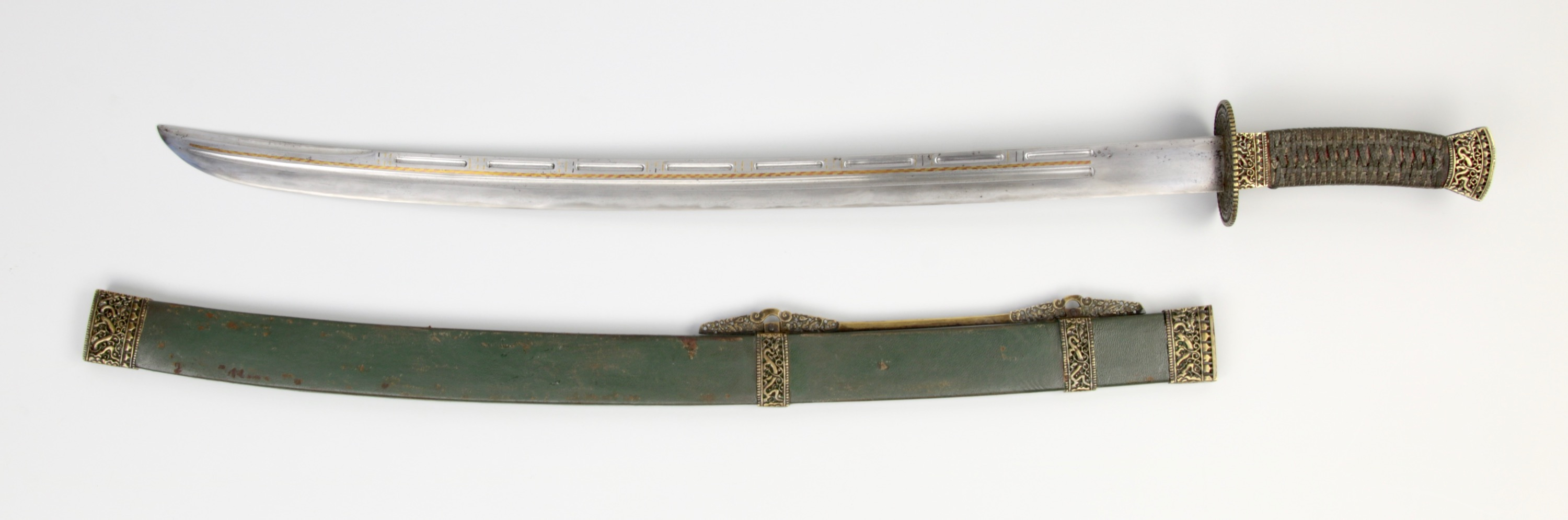 Antique Chinese saber with segmented grooves