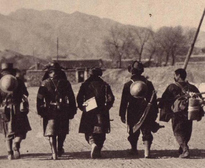 Japanese soldiers with trophy dadao