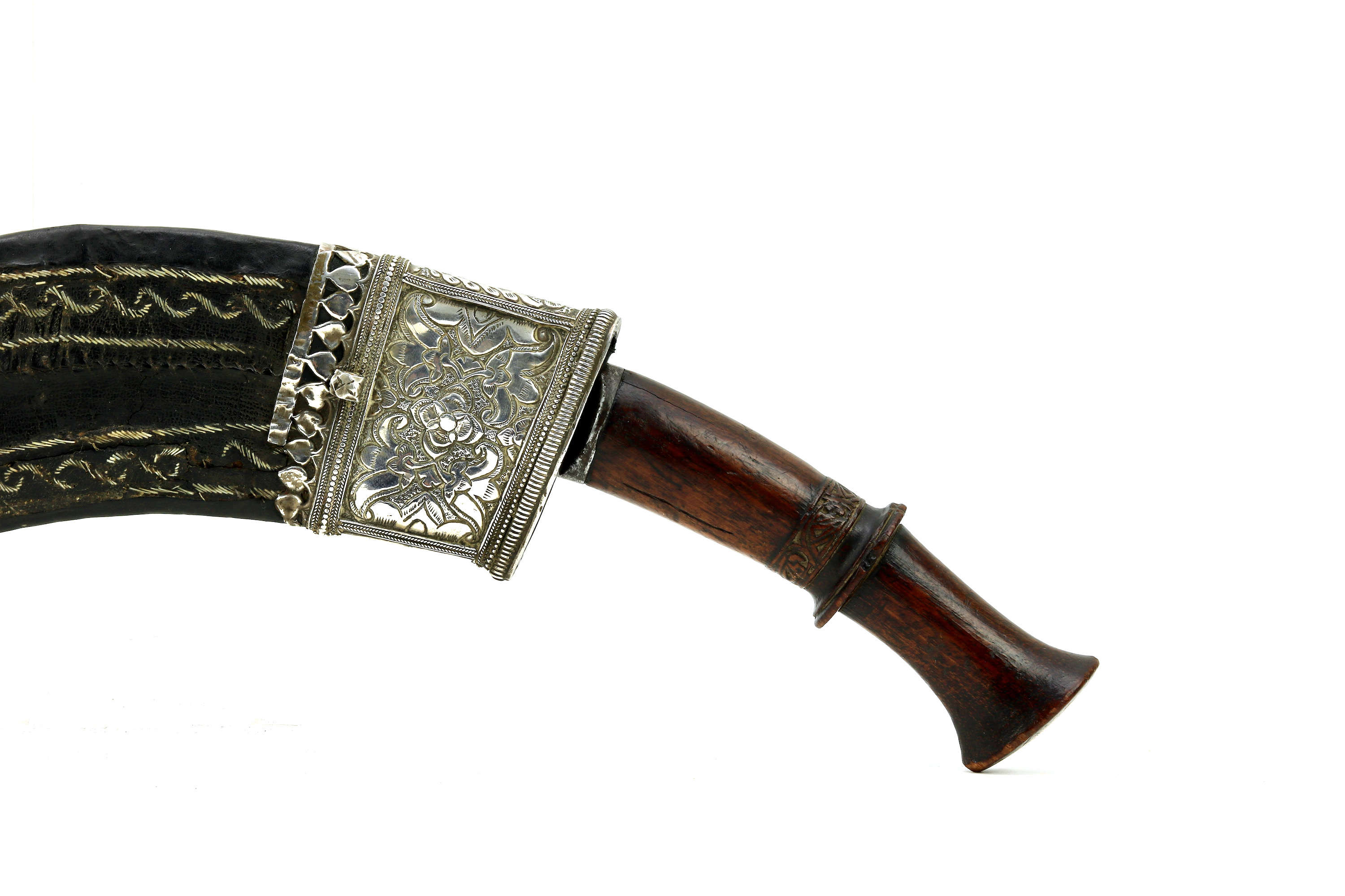 Early 19th century hanshee khukuri with left oriented scabbard